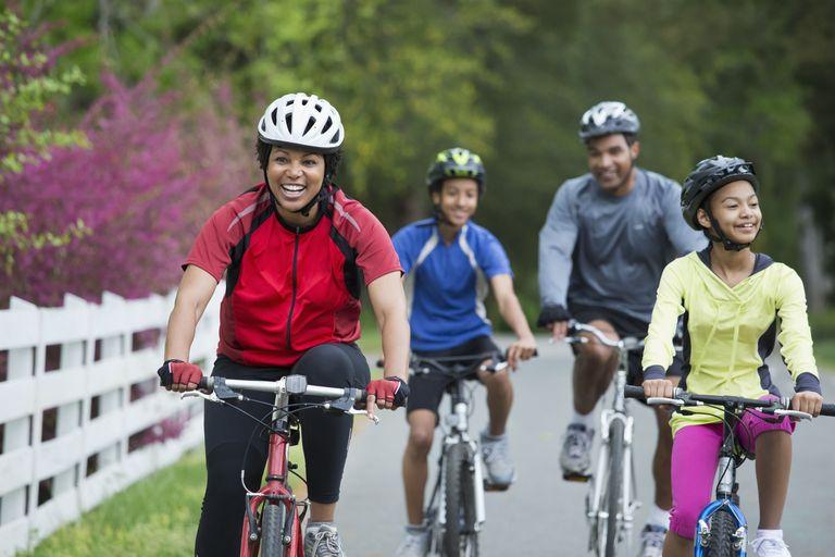 getty_family_bike_ride_large_ariel-skelley-56a13e225f9b58b7d0bd5c26